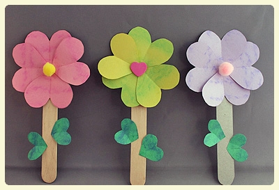 Heart flowers craft - discover this, and other flower crafts for kids, in anticipating of Spring!