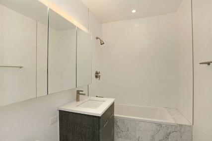 arman - bathroom