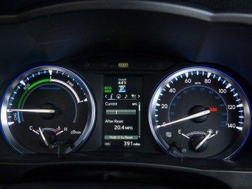 2014_Toyota_Highlander_Hybrid_Platinum_14