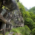 Un paesaggio quasi andino. Le gallerie costruite per proteggere da un terreno piuttosto franoso