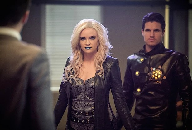 """The Flash -- """"Welcome to Earth-2"""" -- Image FLA213b_0170b -- Pictured (L-R): Danielle Panabaker as Killer Frost and Robbie Amell as Death Storm -- Photo: Diyah Pera/The CW -- © 2016 The CW Network, LLC. All rights reserved."""