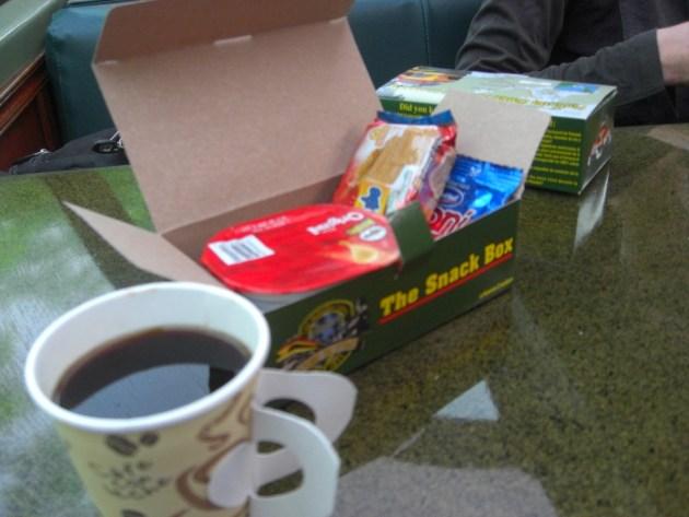 3-train snack box