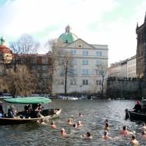 Praha/CR/ sport/ otužilci/ plavba trikralova ve Vltavě.Polar swimmers take part in the traditional Three Kings swim in the Vltava River in Prague, Czech Republic.FOTO CPA