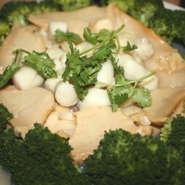Broccoli with Abalone and Scallops Recipe