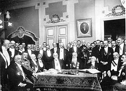 Participants_in_the_Bucharest_Peace_Treaty_negotiations,_1913