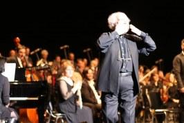 """Μάγεψαν το κοινό της Καλαμάτας ο Γιάννης Μαρκόπουλος με την Χορωδία """"Ορφέας"""" Τρίπολης"""