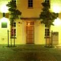 """Eingang von """"Blaues Haus"""" an der Hude"""