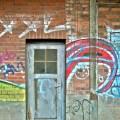 Tür und Graffiti