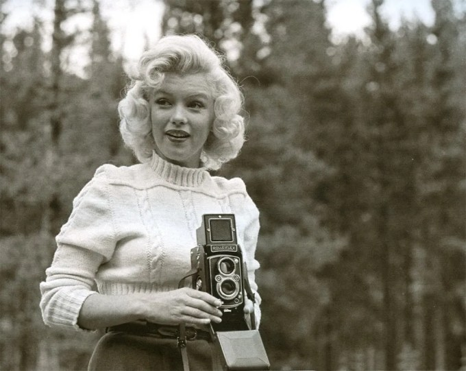 Marilyn Monroe with a Rolleiflex (2)