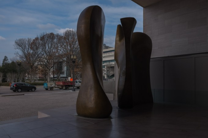 Picture 1 - Entrance National Gallery of Art 12 Dec 2014-DSCF0002