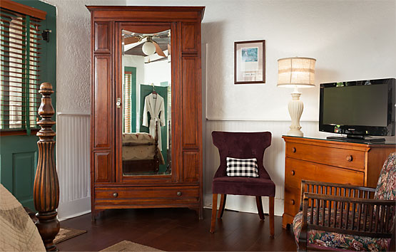 Courtyard Room armoire
