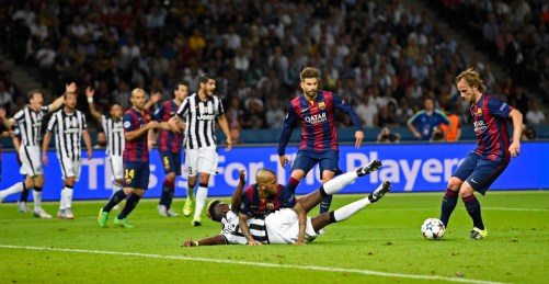 Football - FC Barcelona v Juventus - UEFA Champions League Final - Olympiastadion, Berlin, Germany - 6/6/15 Barcelona's Dani Alves clashes with Juventus' Paul Pogba leading to appeals for a penalty Reuters / Dylan Martinez