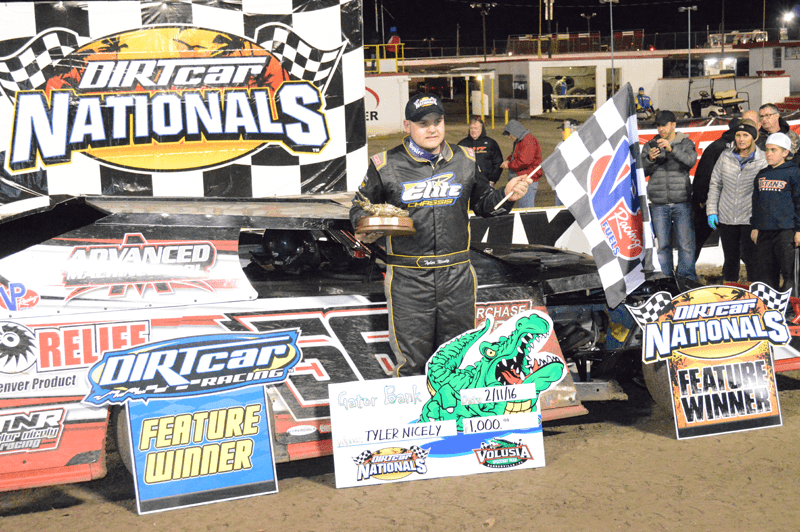 Tyler Nicely holds off Dillon to win DIRTcar UMP Modified feature