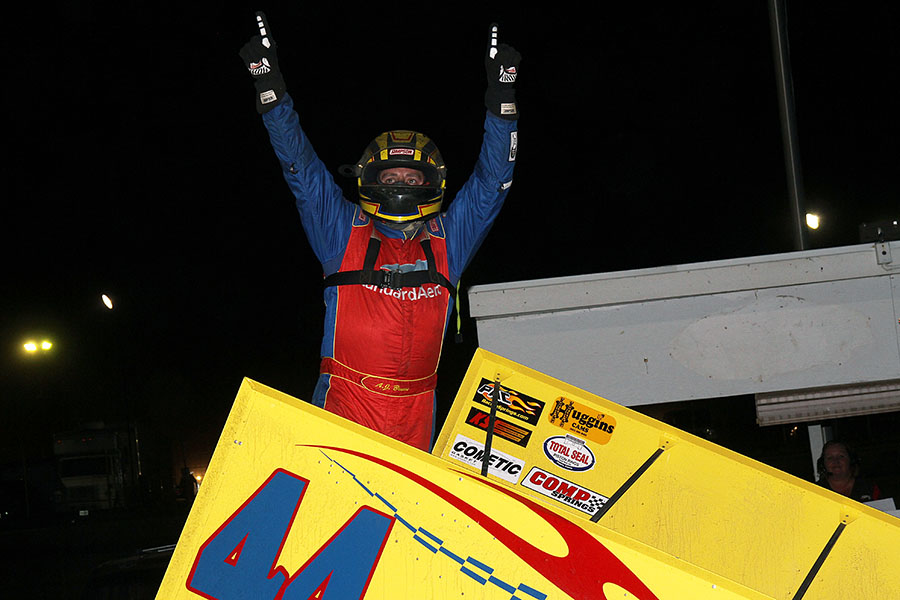 AJ Bruns claims first night of MOWA Sprint Week