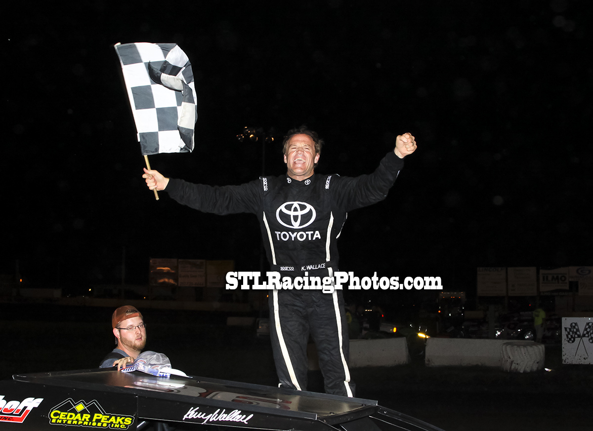 Kenny Wallace takes DIRTcar Modified win at Lincoln Speedway!