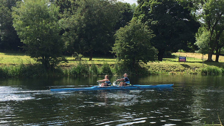 Clara and Karl Zwetsloot in the mixed IM3 2x.
