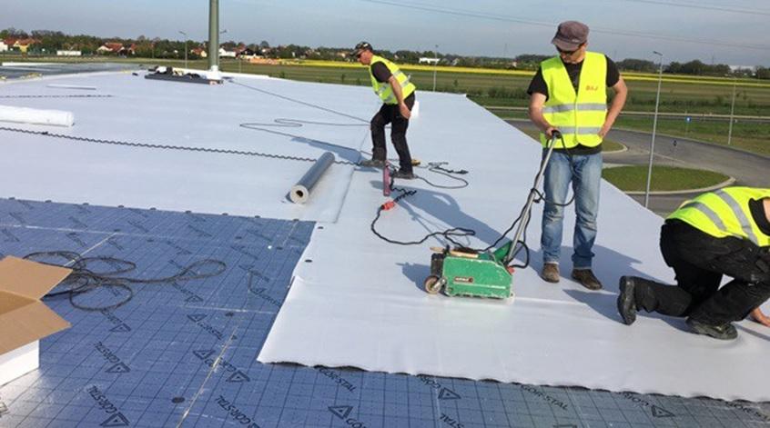 Plokscio sutapdinto stogo konstrukcija poliuretano PIR siltinimas PVC danga Stogrenta