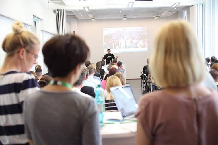 Der StoryMaster: Marketing-Experte in Berlin auf der Bühne