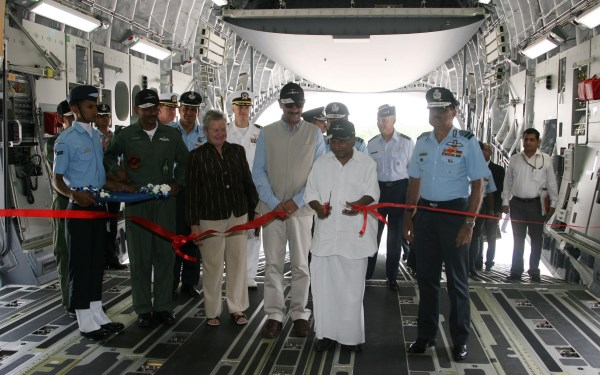 Group Captain BS Reddy, US Ambassador Nancy Powell, Minister of State for Defense Jitendra Singh, Defense Minister AK Antony and Air Chief Marshal NAK Browne inside the aircraft   DPR, Defense Ministry