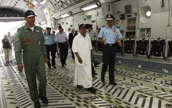 Defense Minister AK Antony touring the aircraft   DPR, Defense Ministry