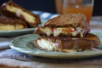 Grilled Cheese Sandwich with Apples on Pumpernickel