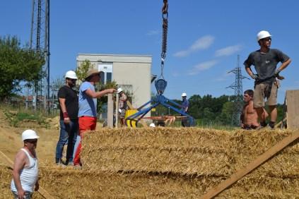 STEP-3-Lasttragender-Strohballenbau-Workshop-285