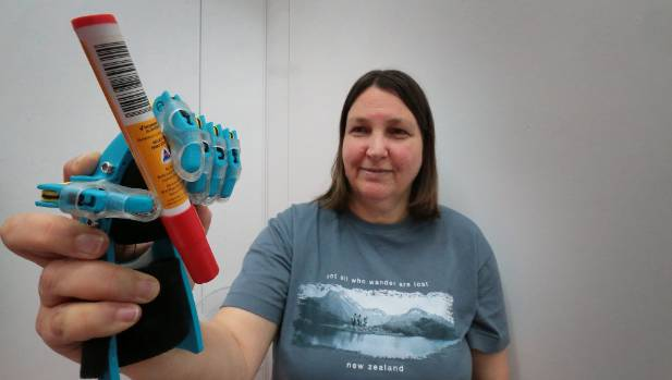 Christchurch woman Rachael Wood has joined web-based volunteer community e-NABLE to create prosthetic hands with a 3D-printer.