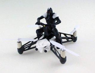 Un drone conduit par un personnage
