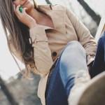 「トレンチコートって、いつ着てもワンパターンになって困ります」(1)