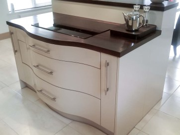 Cream-High-Gloss-Kitchen-5-Stylecraft-Kitchens-and-Bedrooms-Cork