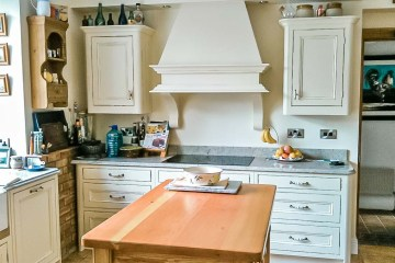Distressed-Handpainted-Kitchen-Stylecraft-Kitchens-and-Bedrooms-Cork