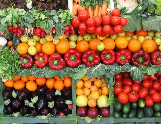 بالفيديو: كويتي ينجح في زراعة طماطم سوداء وفراولة بيضاء