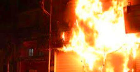 حريق هائل بمحلج حلفا يقضي على (500) جوال قطن