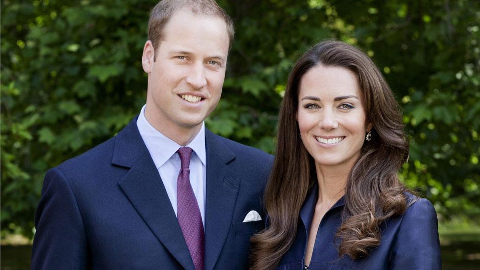 بالصور: ولي عهد بريطانيا الأمير وليام يرضع طفله من ثديه و يغير حفاضاته في وجود زوجته كيت