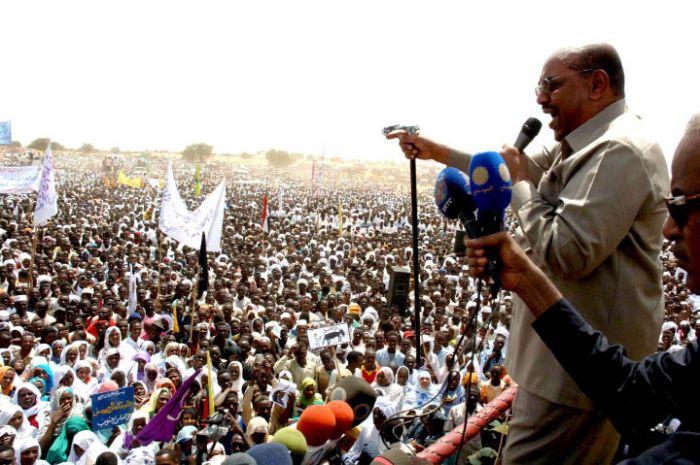 البشير يؤكد التزام الحكومة بتنفيذ خيار استفتاء دارفور