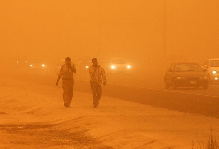 عاصفة رملية تعطل النقل الجوي بالإمارات ومنطقة الخليج