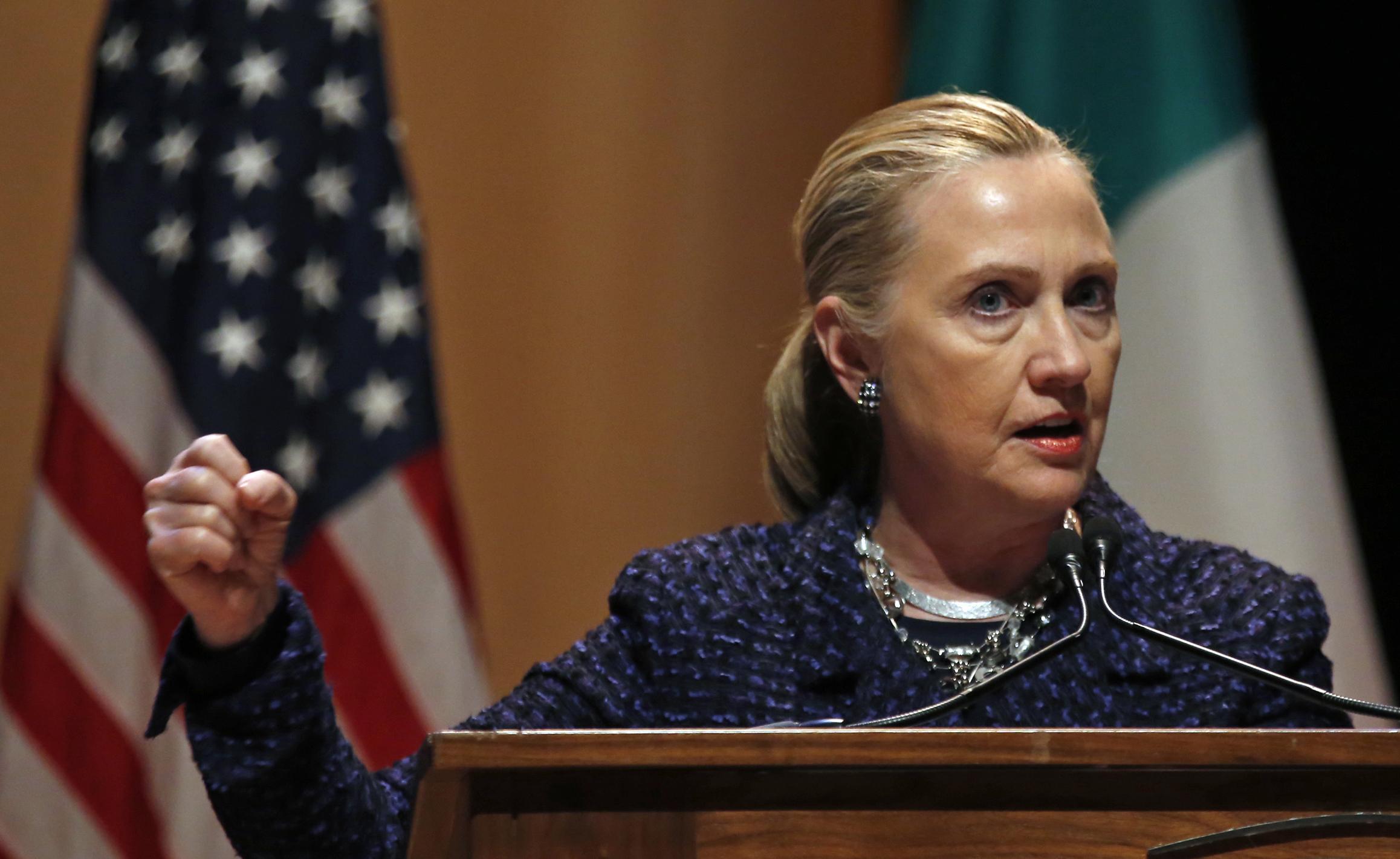 300 من رسائل كلينتون الإلكترونية عن تفاصيل هجوم بنغازي