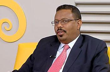 د. التجاني الأصم يمنح مواطنا فقيرا عربة تاكسي