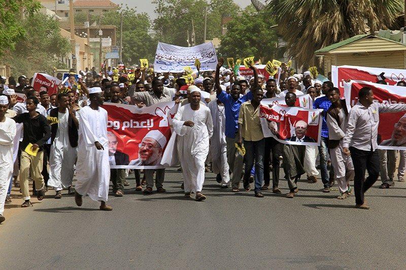 بالصور .. مسيرة حاشدة بالخرطوم تستنكر الأحكام الصادرة بحق الإسلاميين بمصر