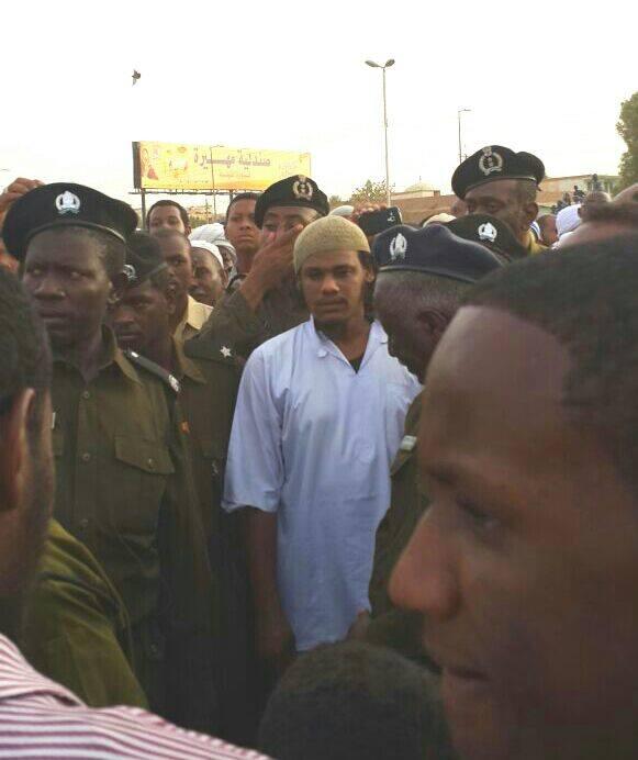 نجل الشيخ أبوزيد يحضر تشييع جنازة والده تحت حراسة أمنية مشددة !