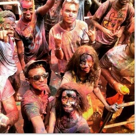 السلطات تمنع مهرجان رشق الألوان  الهندوسي لشباب سودانيين بالساحة الخضراء !!