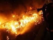 حريق في (مواسير فايبر) بالقرب من محطة الصرف الصحي بالقوز