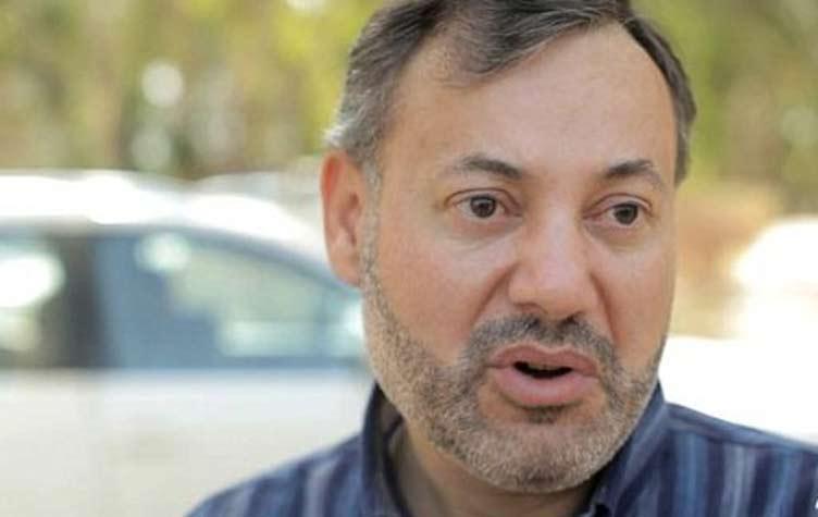 بالفيديو: مذيع قناة الجزيرة أحمد منصور يتحدث عن ملابسات اعتقاله من داخل غرفة حجزه بمطار برلين