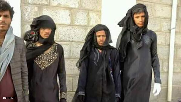 بالصورة: الحوثيون بأزياء نسائية للهروب من الحرب