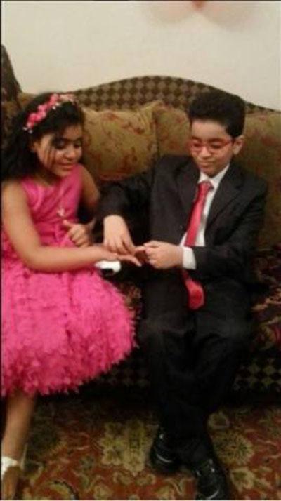بالصور: خطوبة طفل لطفلة تشعل مواقع التواصل الاجتماعي!