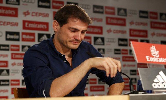 بالصور .. 8 حفلات وداع لاعبين محفورة في الذاكرة.. دموع مارادونا و غيغز و أخيراً تشافي و كاسياس