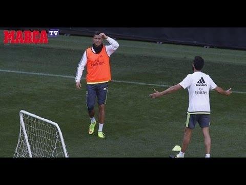 """بالفيديو: رد فعل عصبي و """"إساءات عنيفة"""" من كريستيانو رونالدو بعد إلغاء بينيتيز هدفه أثناء التدريبات"""