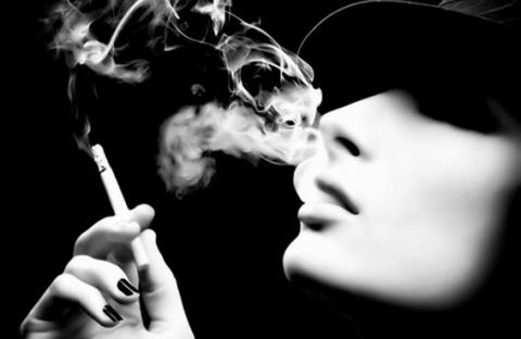 اعترافات جريئة تنشر لأول مرة.. النساء (المدخنات) قصص وحكايات