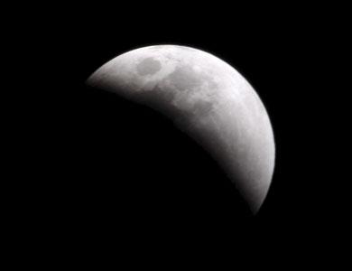 باحث فلكي: خسوف القمر الدموي في 28 سبتمبر الجاري