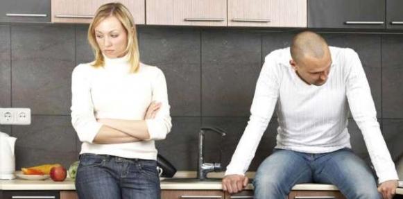 كيف تعامل الزوجة البخيلة